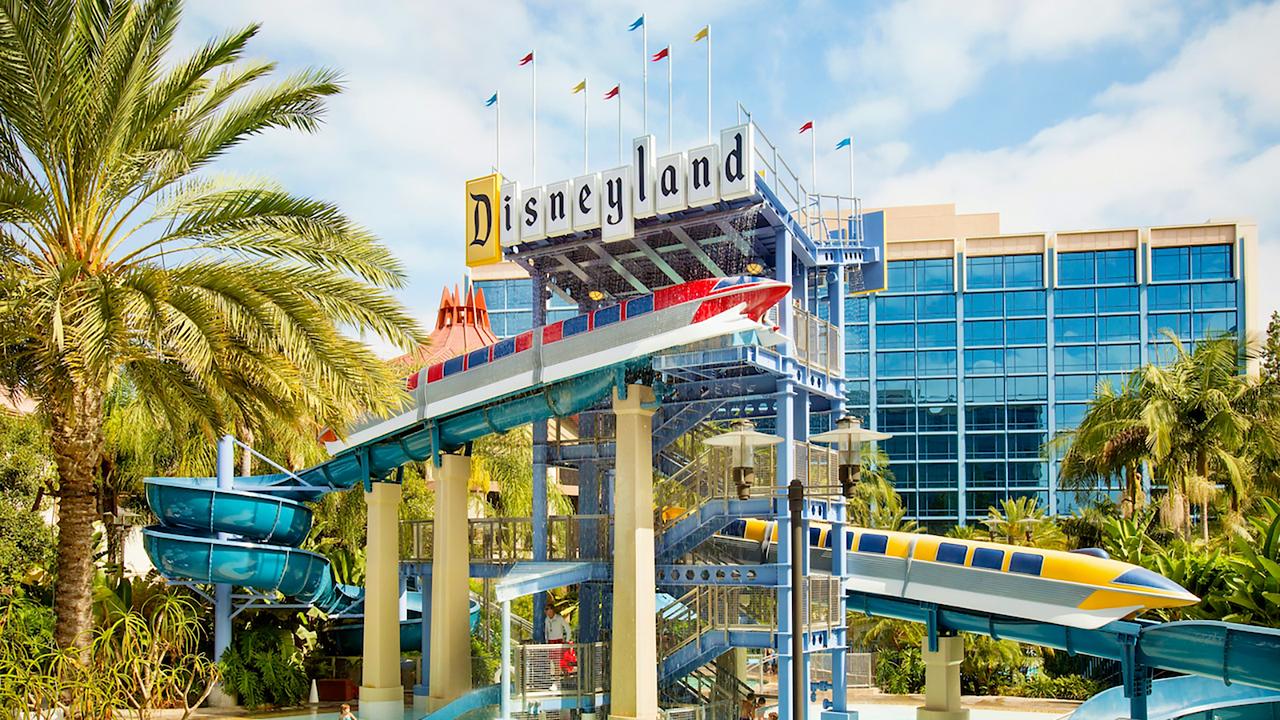 disneyland-hotel-monorail-pool-official