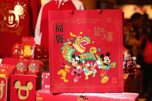 chinese new year 2020 shanghai disneyland (7)