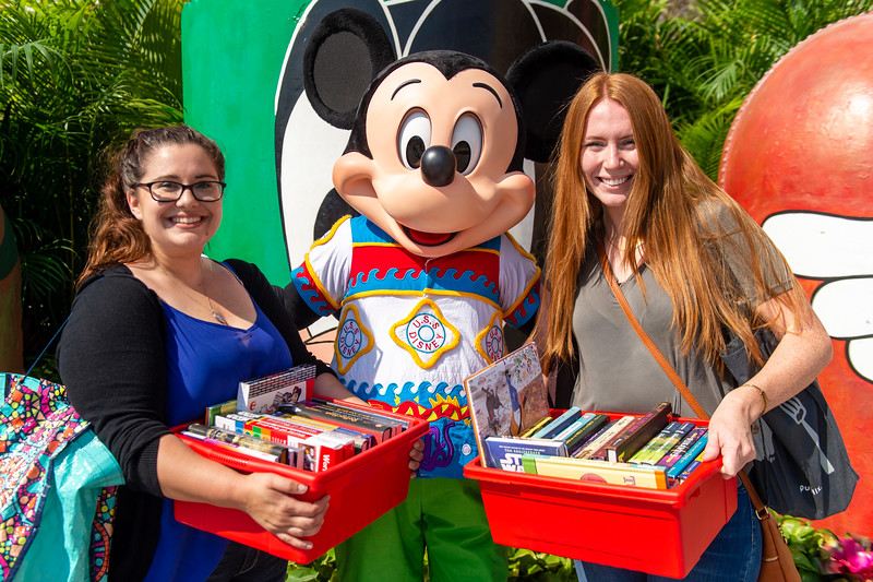 Disney VoluntEars help deliver donation of 40,000 Disney books in Central Florida