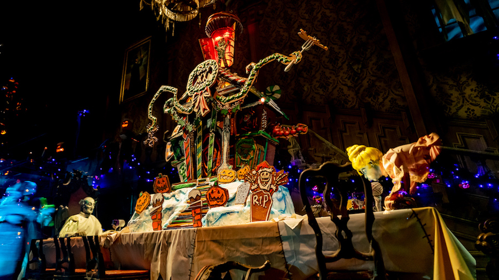Haunted Mansion Holiday 2021 Gingerbread House 20th anniversary