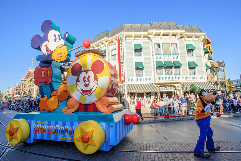 FIRST LOOK: Mickey's Soundsational Parade returns with new opening floats celebrating #Mickey90