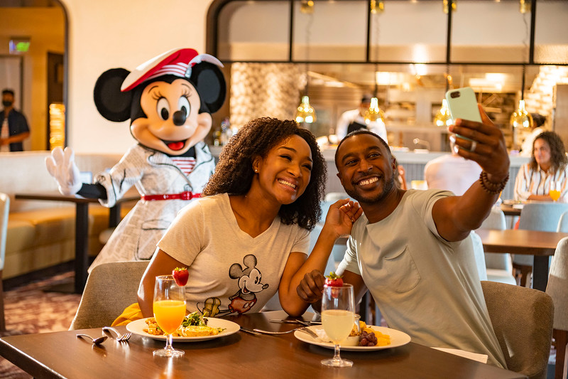 Character Diniing at Topolino's Terrace – Flavors of the Riviera