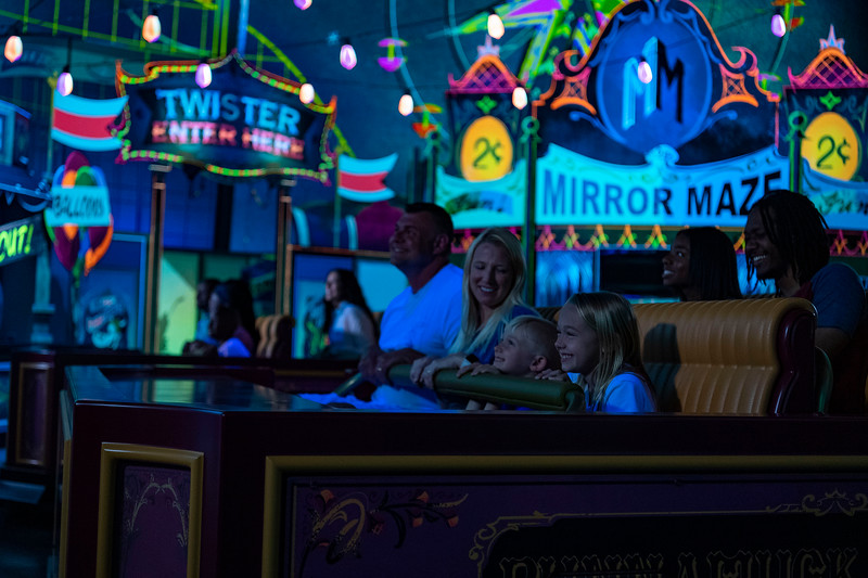 Mickey & Minnie's Runaway Railway Carnival