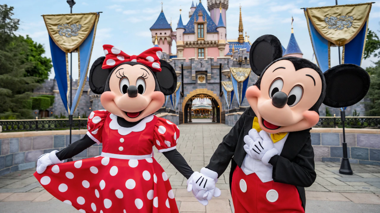 mickey-minnie-characters-castle-16x9
