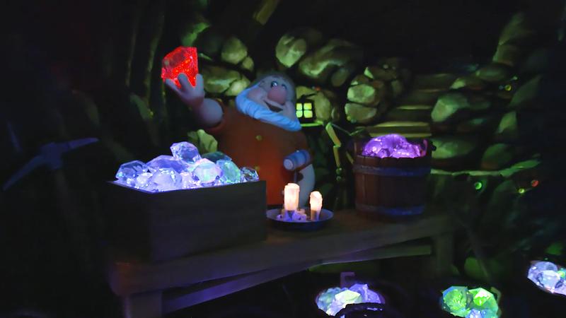 Snow White's Enchanted Wish Disneyland First Look (12)