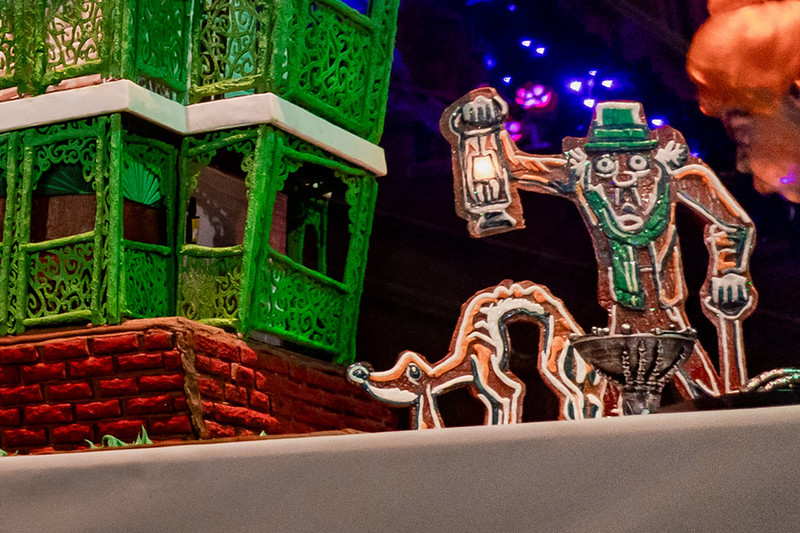 haunted mansion holiday 2019 gingerbread house7