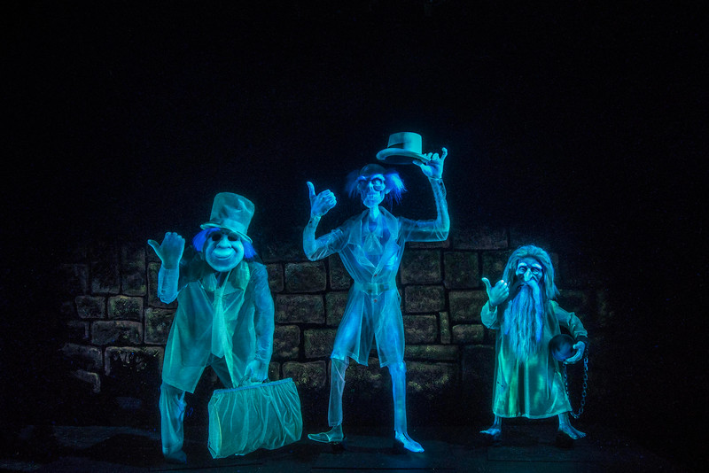 Haunted Mansion at Disneyland Park – Hitchhiking Ghosts