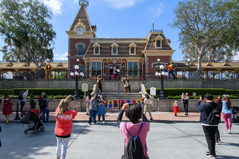 Magic Returns to Disneyland Resort Theme Parks