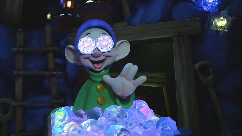 Snow White's Enchanted Wish Disneyland First Look (10)