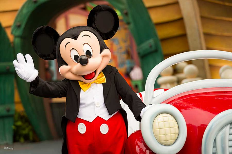 mickey mouse at his house toontown disneyland