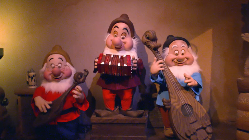 Snow White's Enchanted Wish Disneyland First Look (16)