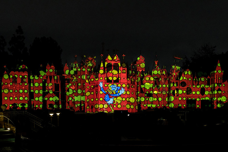 """Mickey's Mix Magic"" Projection Show Lights Up Disneyland Park"