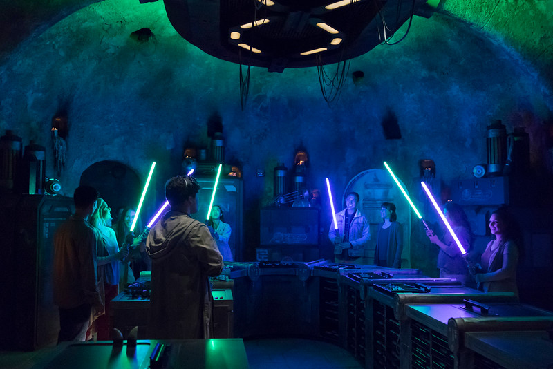 Star Wars: Galaxy's Edge – Savi's Workshop - Handbuilt Lightsabers