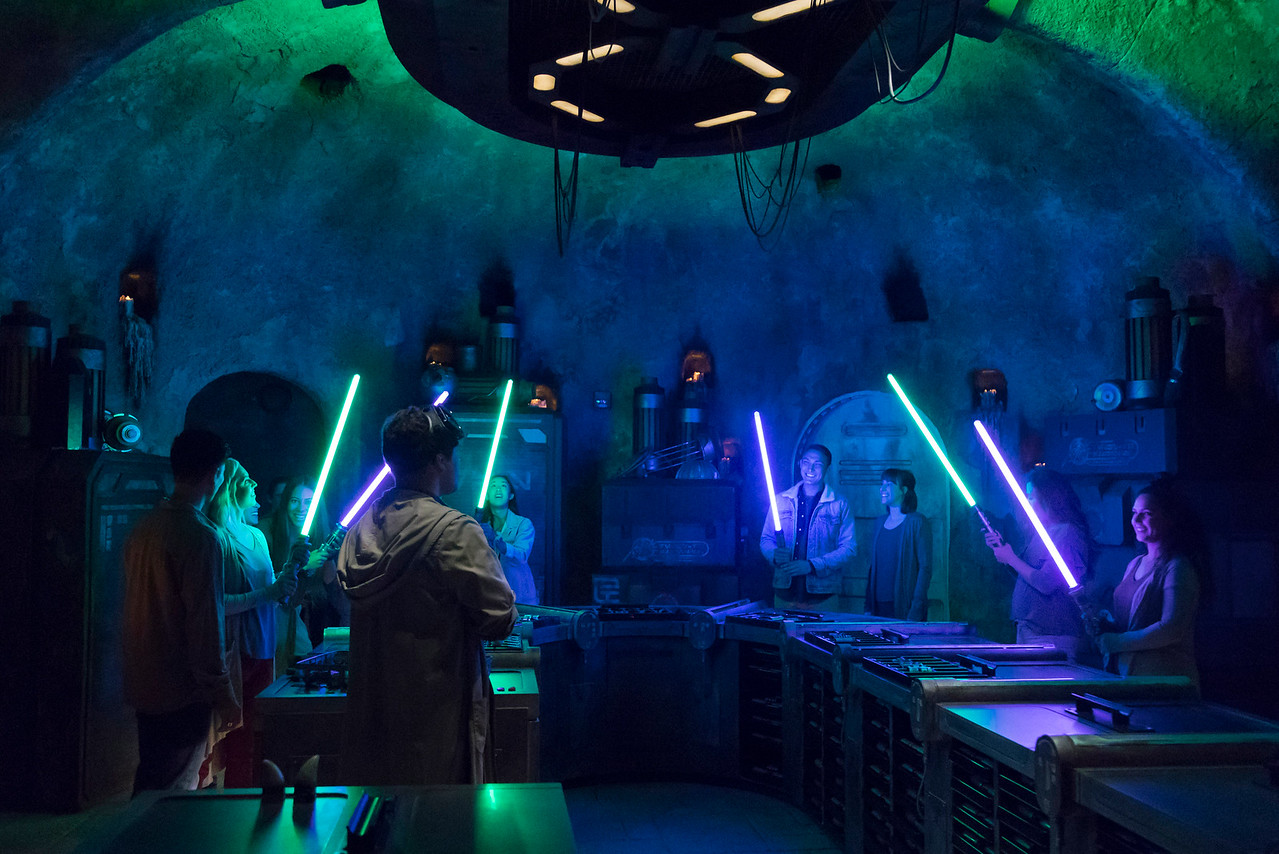 SWGE GUIDE: Inside 'Savi's Workshop – Handbuilt Lightsabers' at Star Wars: Galaxy's Edge in Disneyland