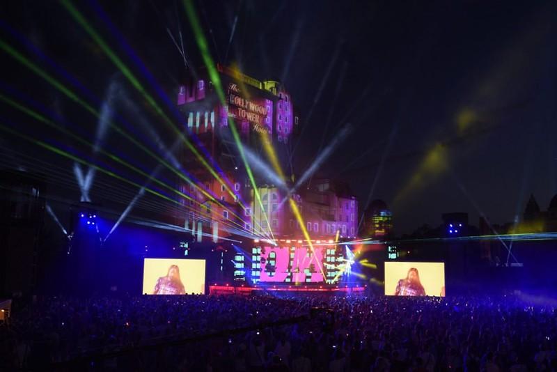 Electroland had Disneyland Paris lit