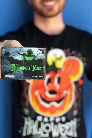 disneyland resrot ap corner button halloween time