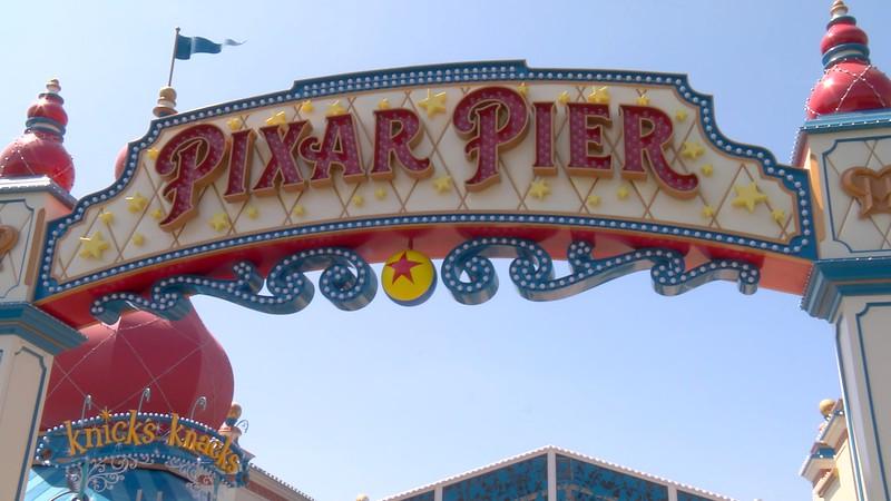 lamplight lounge pixar pier official (1)
