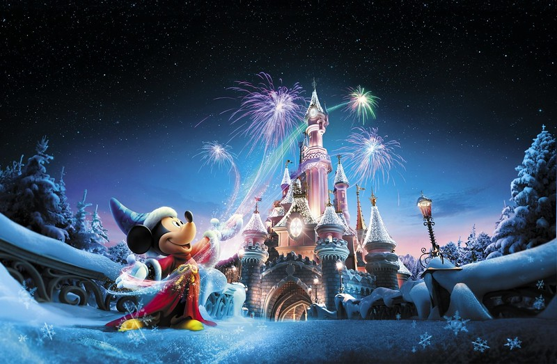 The magic of Christmas comes to both parks at Disneyland Paris