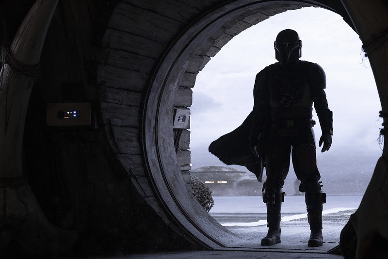 FIRST LOOK: New photos showcase cast from upcoming THE MANDALORIAN