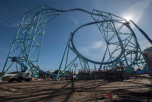 SeaWorld San Diego's ELECTRIC EEL coaster tops out construction
