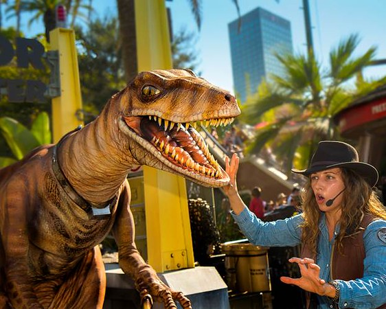 New RAPTOR ENCOUNTER at Universal Studios Hollywood brings 'Jurassic World' to life