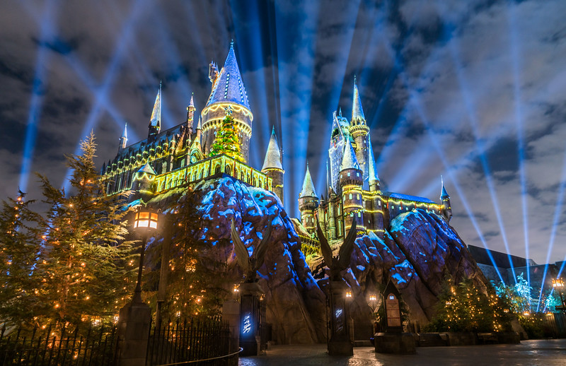 Christmas in The Wizarding World of Harry Potter comes to Universal Orlando Resort