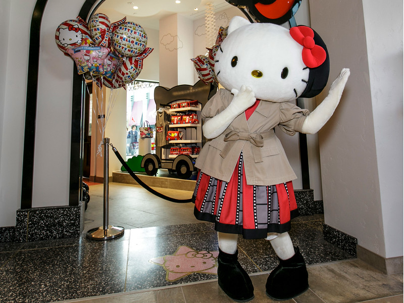HELLO KITTY greeting guests now at Universal Studios Hollywood