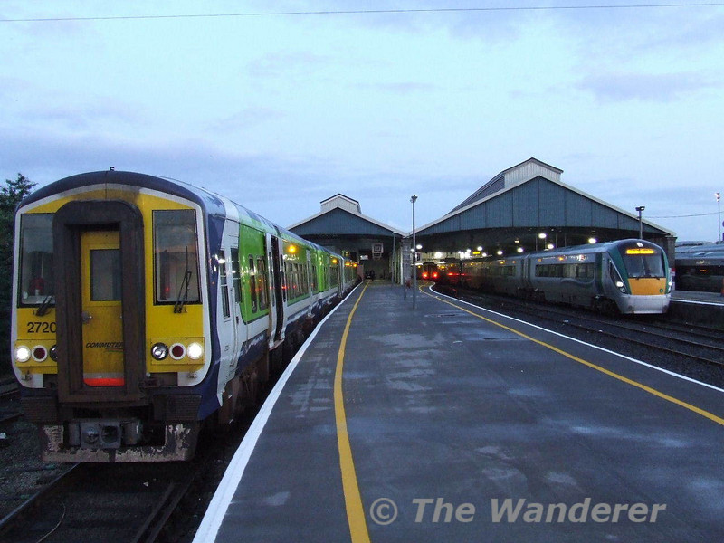 2720 + 2721 + 2710 + 2709 in Limerick before departing with the 0640 Limerick - Ballybrophy, while 22003 + 22017 await departure with the 0635 to Dublin Heuston. Mon 01.09.08