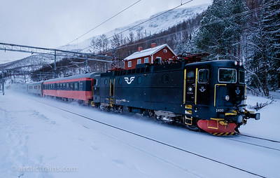 SJ Rc6 1400 in service 94 from Stockholm to Narvik passes Straumsnes st. 2016-03-18 on time 12:28. Photo by Terje Storjord