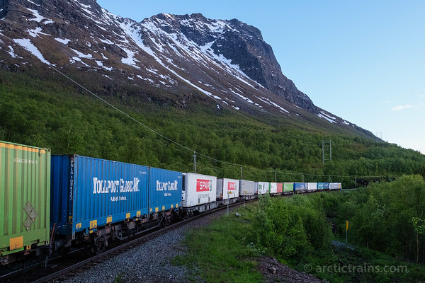 In the midnight hour: CargoNet  Traxx 185 714-4 in service 41904 from Oslo to Narvik out of Straumsnes st.  2016-06-15 at 23:28. Photo: Terje Storjord