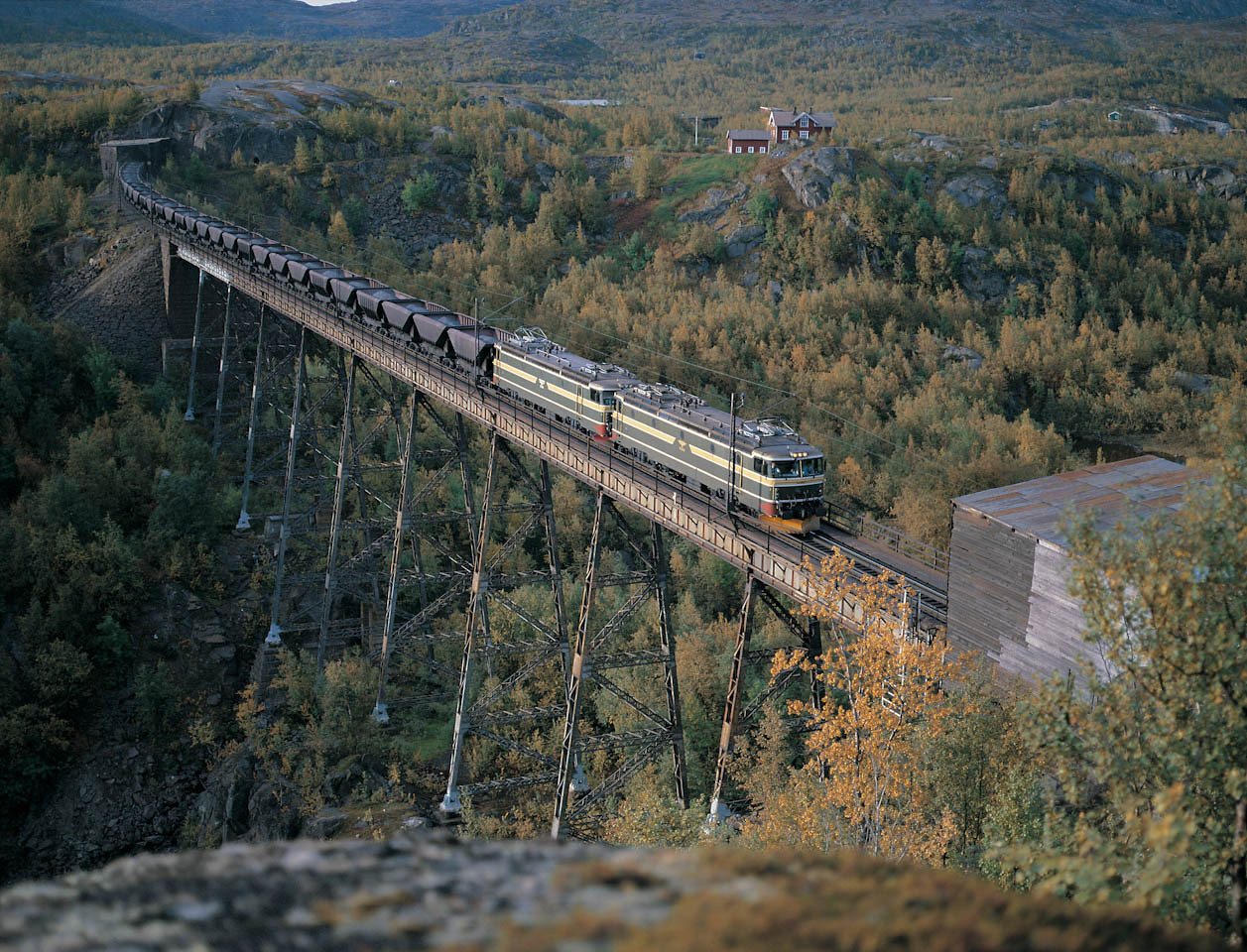 NSB El 15 Uad Norddal bridge 1986-29-08 by Waldemar Mathiesen