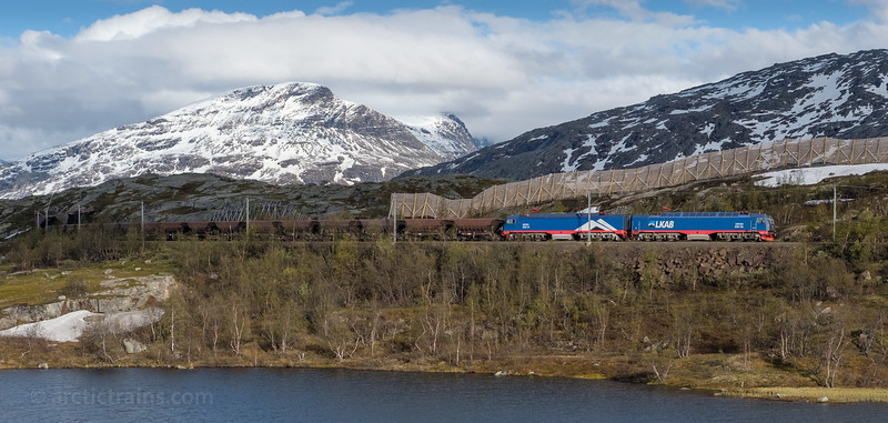 LKAB Iore 117 Boden + 106 Kiruna and loaded F050s in service 9918 west of Bjornfjell st. 2016-06-11  19:30. Photo: Terje Storjord.