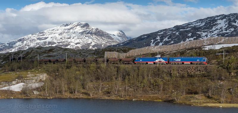 LKAB Iore 117 Boden + 106 Kiruna and loaded F050s in service 9918 west of Bjornfjell st. 2016-06-11  19:30. Photo: Terje Storjord.