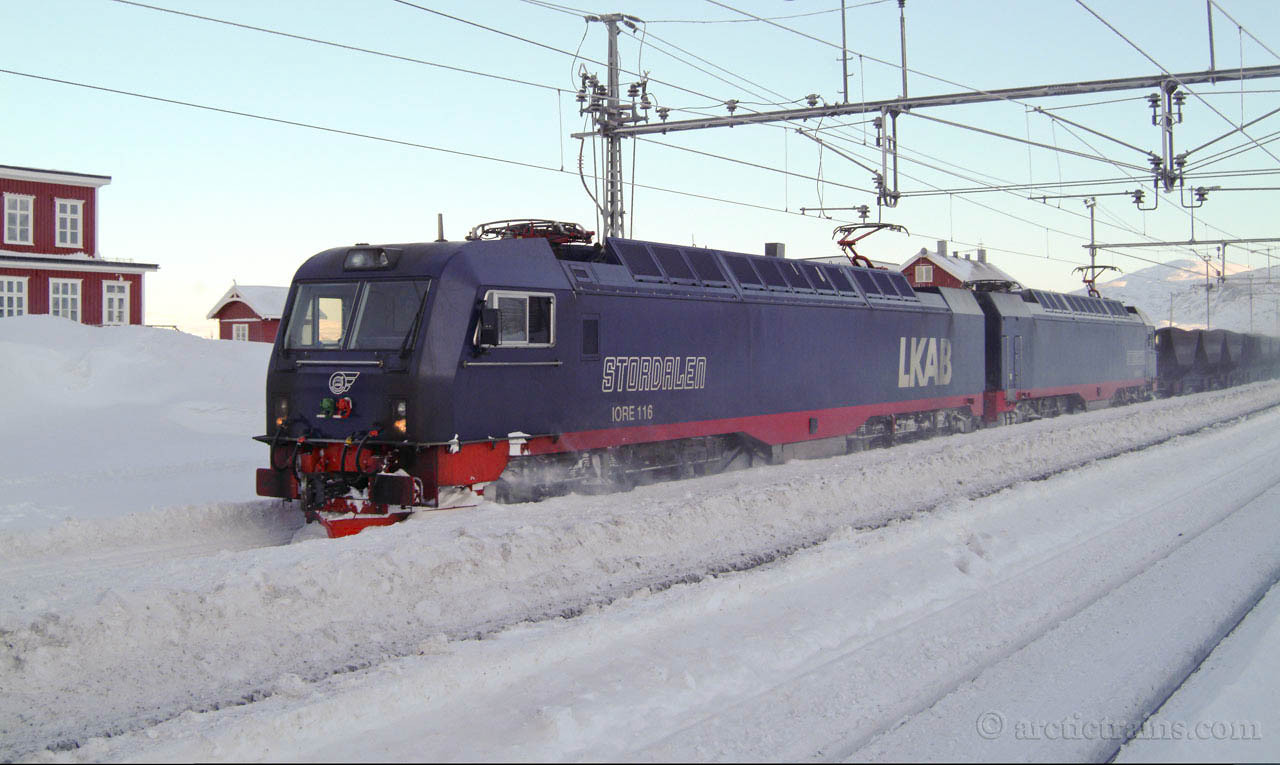 """LKAB IORE 105+106 """"Stordalen"""" """"Stenbacken"""" Uad Bjoernfjell st. 2005-02-14 by TS"""