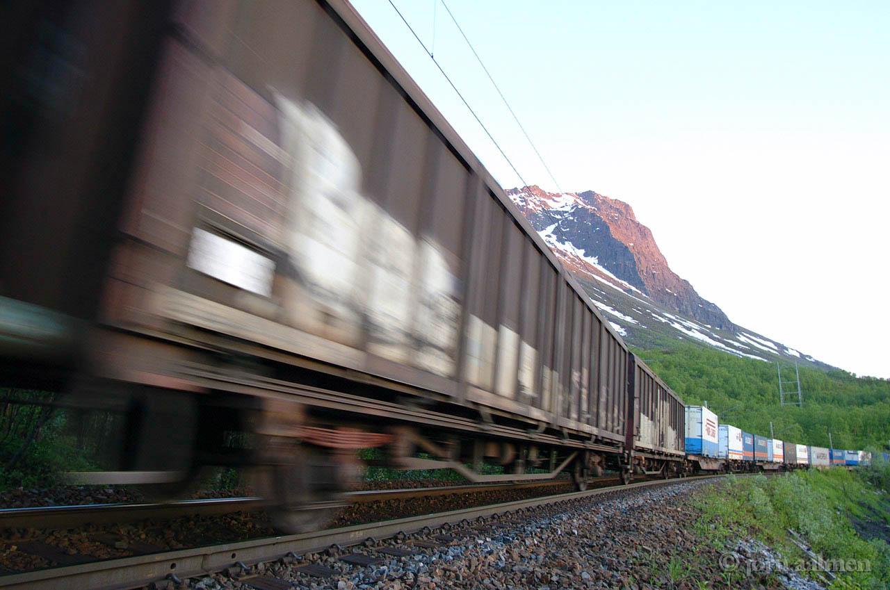 NSB Arctic Rail Express Mt. Rombakstoetta 2002-05-30 by Joern Aalmen