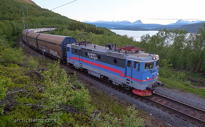 Green Carco Rc4 1252 in service 14003  North Rail Express from Narvik to Oslo, west of Straumsnes st. 2016-06-16 at 00.11. Photo: Terje Storjord.
