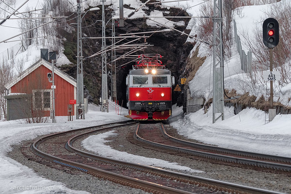 SJ/SSRT Rc6 1329 in passenger service 96 passing Straumsnes st. towards Narvik, 2018-04-18 at 19.19. Photo by TS