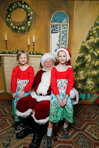 Pictures with Santa @Earthbound 12 1 2018-067
