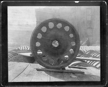 2009.018.01.003--Ohio Falls Car Mfg Co 9.5x7.5 cabinet card--unknown road--cast car wheel with 14 holes--Jeffersonville IN--no date