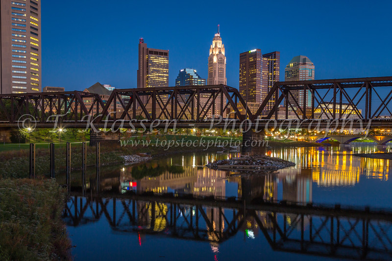 The city skyline of Columbus, Ohio at dusk.