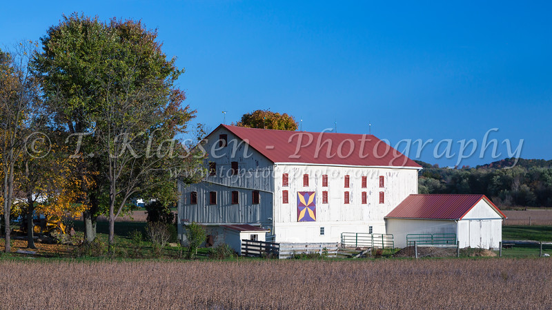 A farm barn near Walnut Creek, Ohio, USA.