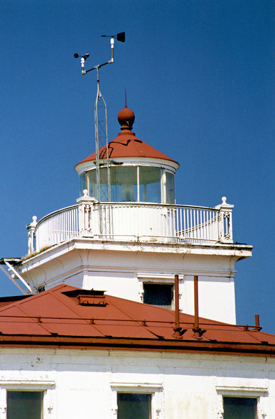 Once the 2 story square superstructure was placed on a concrete pierhead on the breakwater, the interior of the keepers dwelling was constructed as well as the lantern room.  A flashing white Fourth Order Fresnel lens was installed in the lantern.  The tower was also equipped with an air diaphone fog signal.