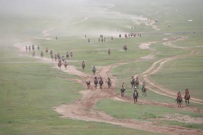 2019 оны долдугаар сарын 10. Тулгар Төрийн 2228, Их Монгол Улс байгуулагдсаны 813, Ардын хувьсгалын 98 жилийн ой, Үндэсний их баяр Наадмын хурдан хязаалангууд барианд орж ирлээ. ГЭРЭЛ ЗУРГИЙГ Г.ӨНӨБОЛД/MPA