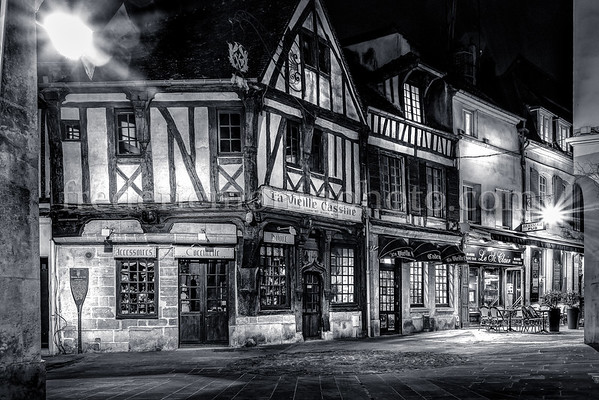 Compiègne by night in B/W II ...