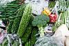 Légumes (dont le goya - concombre amer d'Okinawa -) sur un étal du marché Makishi à Naha. Ile d'Okinawa/Japon