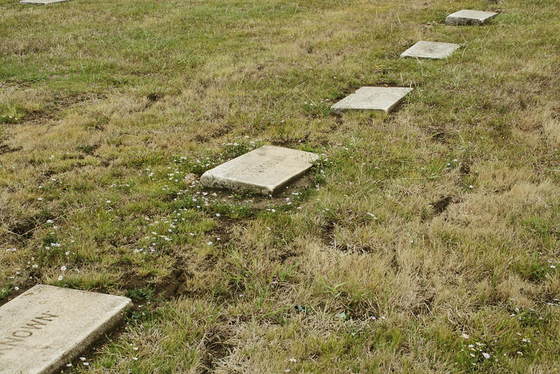 Graves in Wahshungah cemetery near Newkirk of Unknown people.