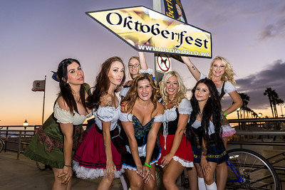 Hanging out with the Oktoberfest Girls 2016 !
