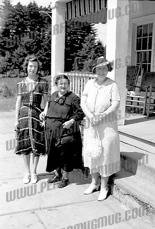 Anna Ross center with daughters<br /> Margaret (L) and Kate (R)