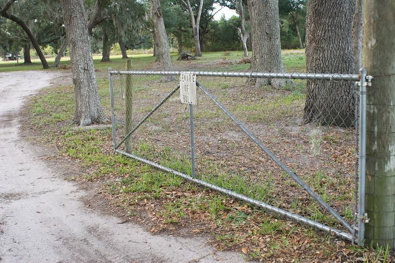 Beware of Bull Gate_SS65662