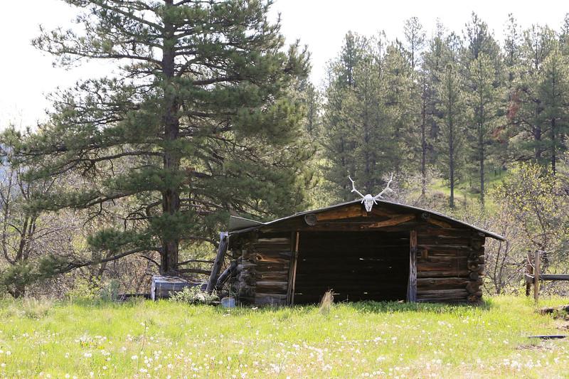Old Horseshoers Log Barn_SS84995
